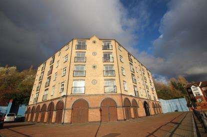 2 Bedrooms Flat for sale in The Moorings, St. Lawrence Road, Newcastle Upon Tyne, Tyne and Wear, NE6