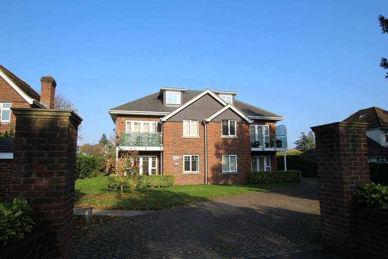 2 Bedrooms Penthouse Flat for rent in FERNDOWN