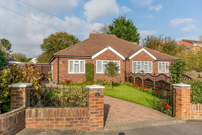 2 Bedrooms Semi Detached Bungalow for sale in Addlestone