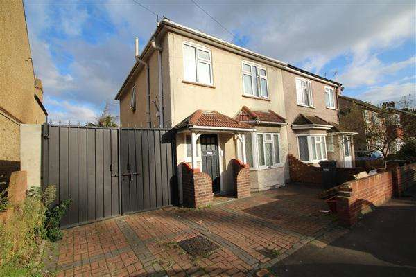 3 Bedrooms Semi Detached House for sale in Warfield Road, Bedfont