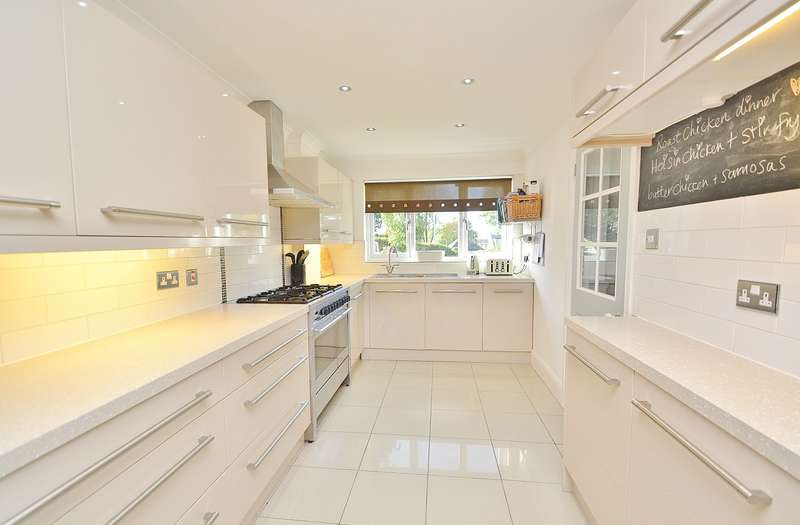 5 Bedrooms Detached House for sale in Upton