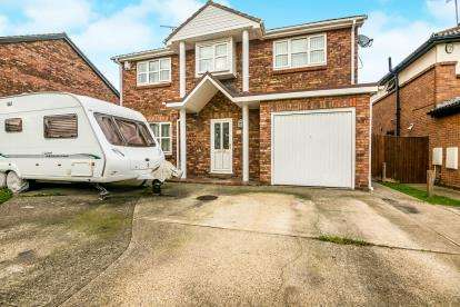 4 Bedrooms Detached House for sale in Burnt Mills, Basildon, Essex