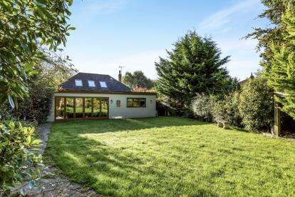 4 Bedrooms Bungalow for sale in Waterlooville, Hampshire, Uk