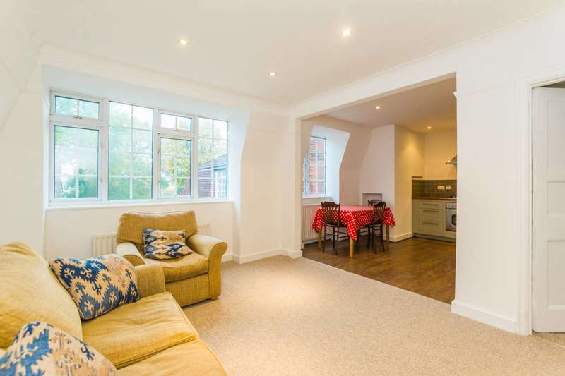 3 Bedrooms Flat for rent in Fortis Green Road, Muswell Hill, N10