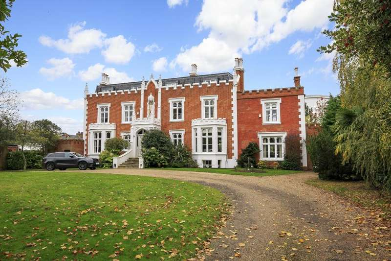 4 Bedrooms Semi Detached House for sale in Teddington Hall, Teddington, TW11