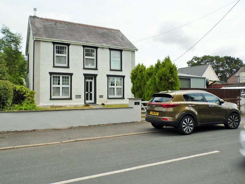 4 Bedrooms Detached House for sale in porthyrhyd, Carmarthen, Carmarthenshire, SA32
