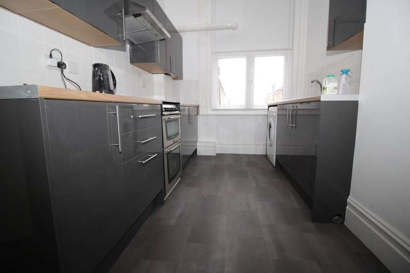 5 Bedrooms Flat for rent in Elm Grove, Southsea, PO5
