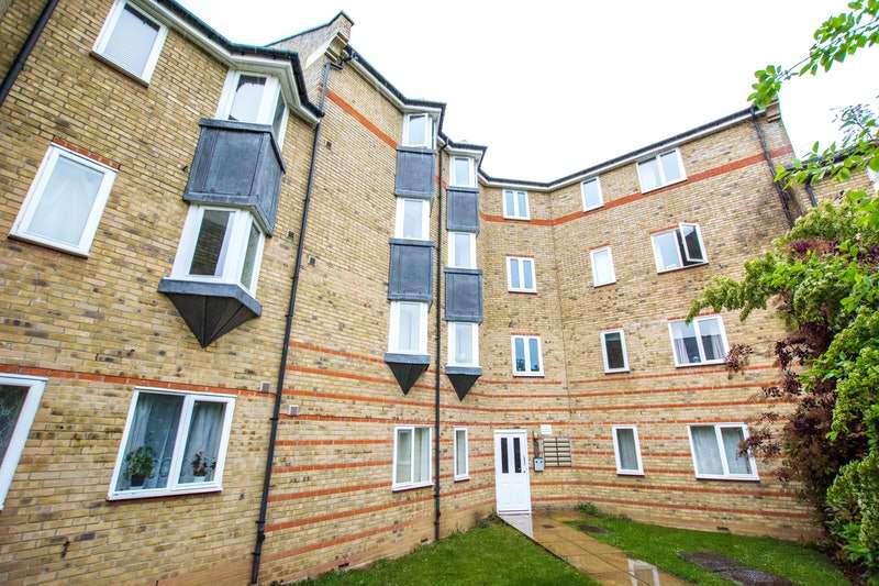 2 Bedrooms Apartment Flat for sale in Parkinson, Drive, Essex, CM1