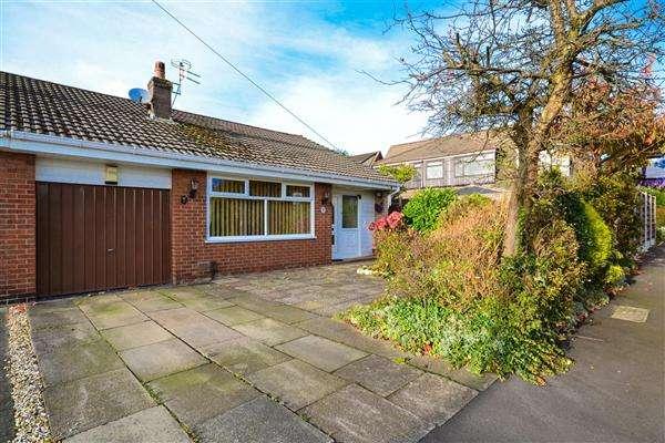 2 Bedrooms Semi Detached Bungalow for sale in Broadley Avenue, Lowton