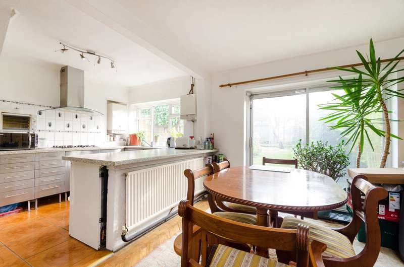 3 Bedrooms Semi Detached House for sale in Tolworth Rise South, Surbiton, KT5