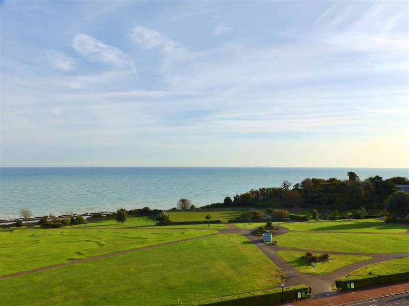 3 Bedrooms Apartment Flat for sale in Dolphin Court, Cliff Road, Eastbourne