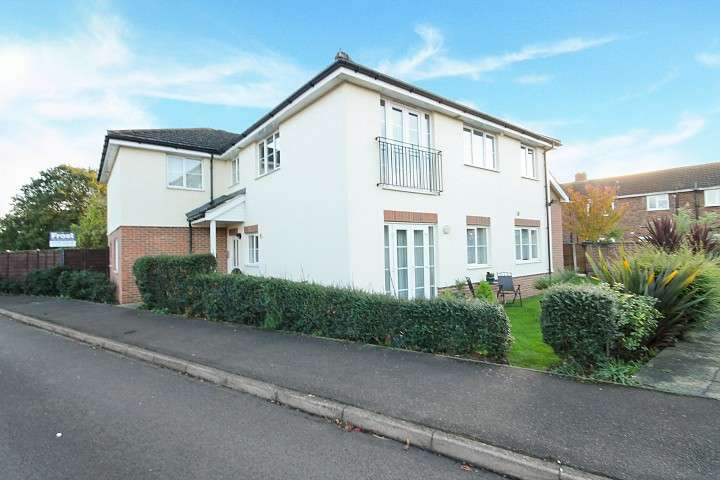 2 Bedrooms Flat for sale in Astaire Court, Highland Park, Feltham, TW13