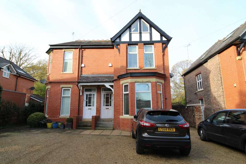 4 Bedrooms Semi Detached House for sale in The Drive, Salford
