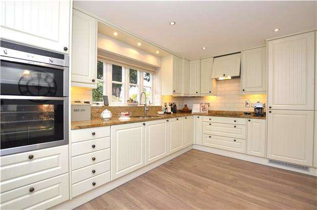 4 Bedrooms Detached House for sale in Upfield Close, Paganhill, Stroud, Gloucestershire, GL5 4BL