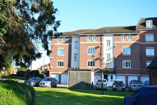 2 Bedrooms Apartment Flat for sale in Bosworth Court, Bath Road, Slough