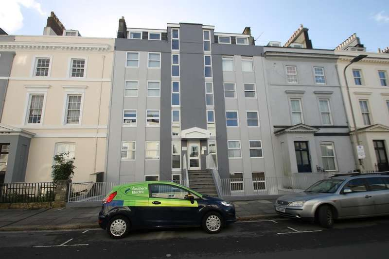 2 Bedrooms Flat for sale in The Hoe
