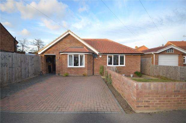 3 Bedrooms Detached Bungalow for sale in Longmead, Windsor, Berkshire