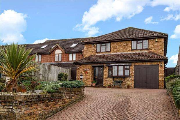 4 Bedrooms Detached House for sale in Bingley Grove, Woodley, Reading
