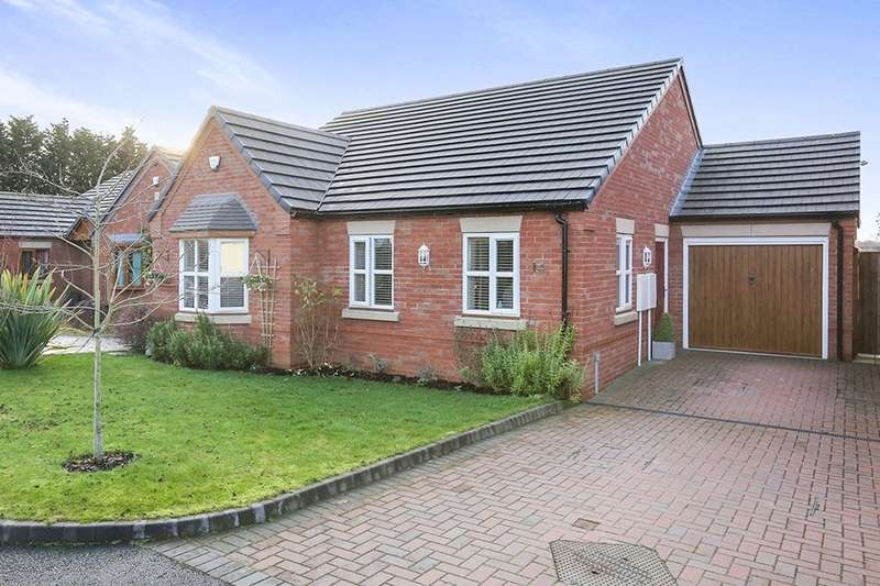 3 Bedrooms Detached Bungalow for sale in Berkeley Close, Perton, Wolverhampton, WV6