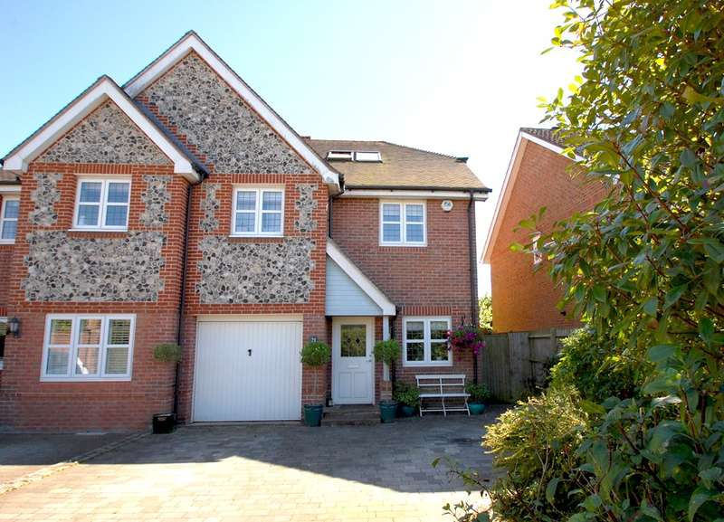 5 Bedrooms Semi Detached House for rent in White Hart Close, Chalfont St Giles, HP8