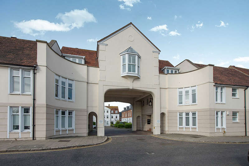 2 Bedrooms Flat for sale in Lammas Gate Abbey Street, Faversham, ME13