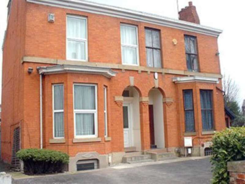 7 Bedrooms Semi Detached House for rent in Tatton Grove, Withington