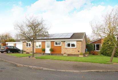 3 Bedrooms Bungalow for sale in Bowden Avenue, Barlborough, Chesterfield, Derbyshire