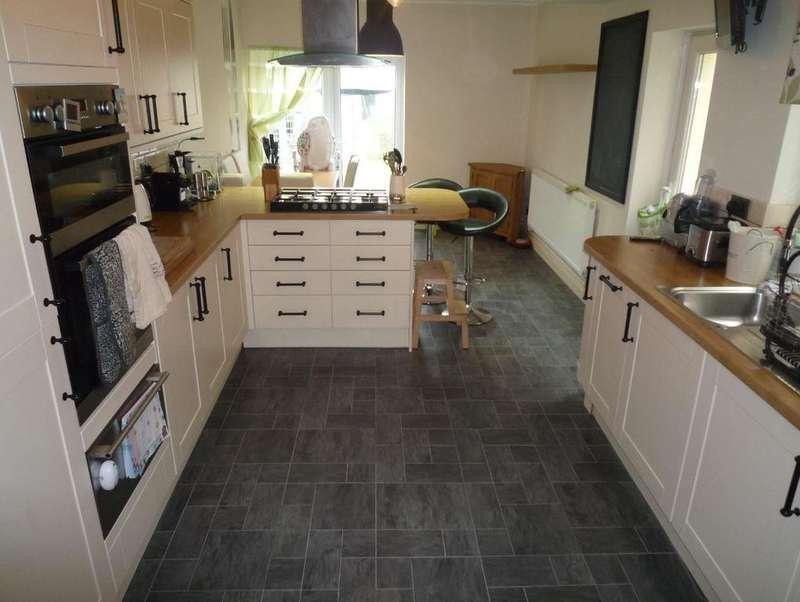 4 Bedrooms Property for rent in Kingsland Crescent, Vale of Glamorgan, BARRY