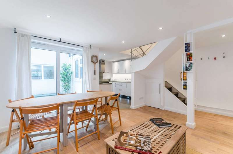 2 Bedrooms Flat for sale in Greyhound Road, Barons Court, W6