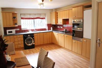 3 Bedrooms House for rent in Chelsfield Grove, Chorlton