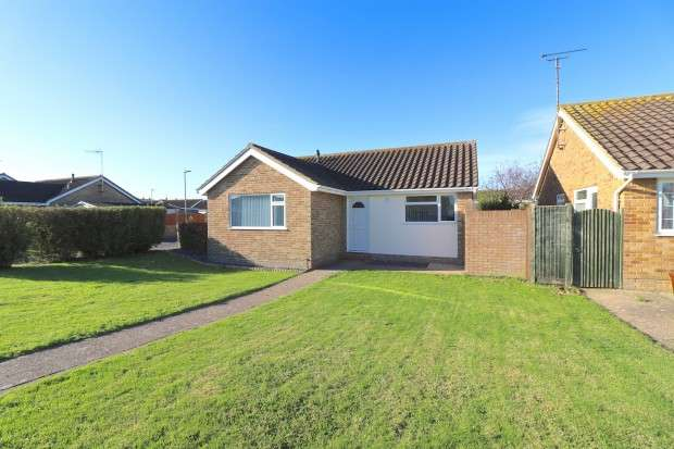 2 Bedrooms Bungalow for sale in Priory Road, Eastbourne, BN23