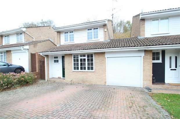 3 Bedrooms Detached House for sale in Lyons Drive, GUILDFORD, Surrey
