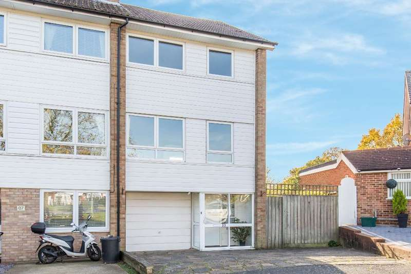 3 Bedrooms Town House for sale in Mead Way, Bromley, BR2 9ER