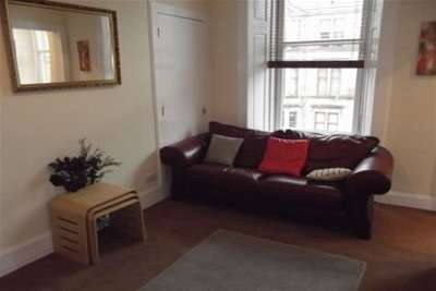 3 Bedrooms Flat for rent in Roslea Drive, Dennistoun, G31