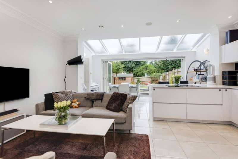 4 Bedrooms House for sale in Ashridge Close, Finchley Central