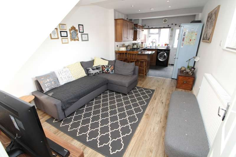 3 Bedrooms End Of Terrace House for sale in Caldecote Street, Newport Pagnell, Buckinghamshire