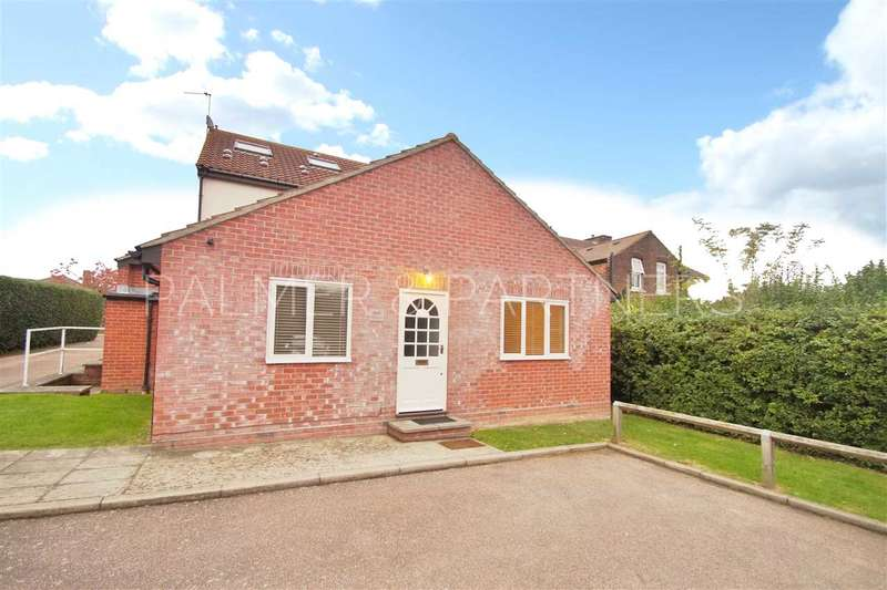 2 Bedrooms Apartment Flat for sale in Bergholt Road, Colchester