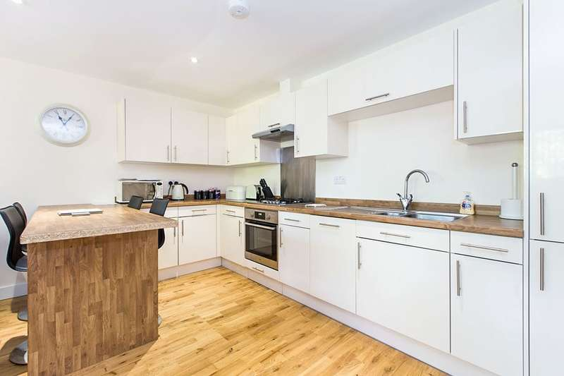 2 Bedrooms Flat for sale in The Spinney, Denmead, WATERLOOVILLE, PO7