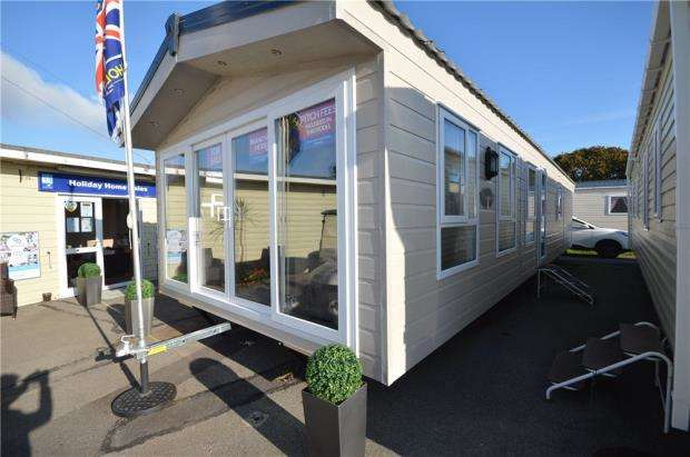 2 Bedrooms Bungalow for sale in Warsash, Hampshire, SO31