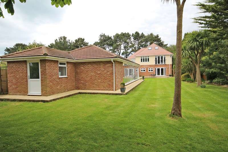 6 Bedrooms Detached House for sale in Becton Lane, Barton On Sea, New Milton