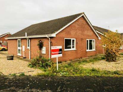 3 Bedrooms Bungalow for sale in Finisterre Avenue, Skegness, Lincolnshire