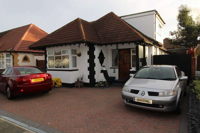 4 Bedrooms Detached House for sale in Rayleigh Drive, Leigh-On-Sea