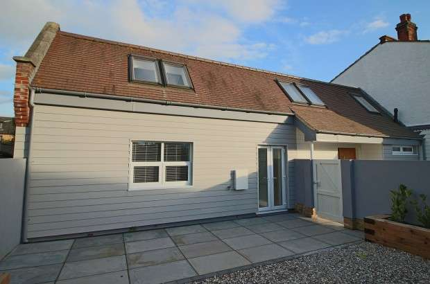 2 Bedrooms Semi Detached House for sale in Southsea Avenue, Leigh-on-Sea, SS9