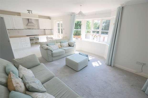 2 Bedrooms Flat for sale in St Valerie Road, Meyrick Park, Bournemouth