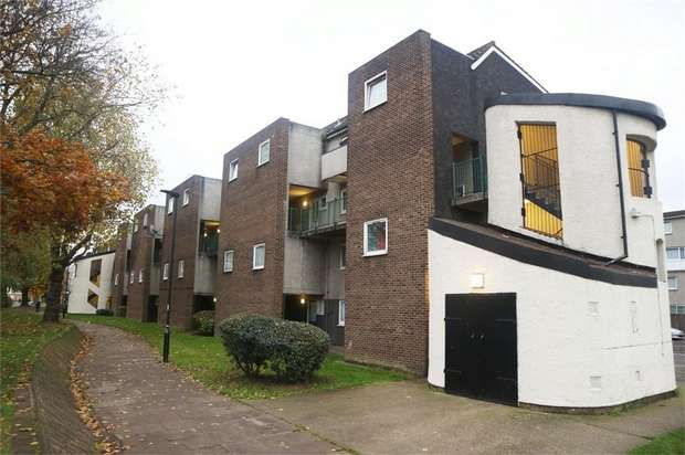 3 Bedrooms Ground Maisonette Flat for sale in Osward Place, London