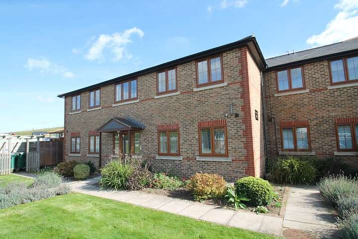 2 Bedrooms Flat for sale in Howards Court, Stanwell New Road, Staines-Upon-Thames, TW18
