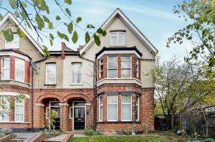 1 Bedroom Flat for sale in Godstone Road, Purley, Surrey