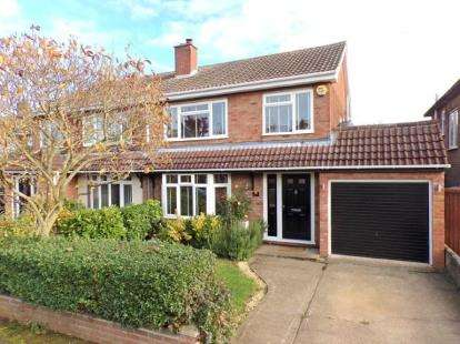 3 Bedrooms Semi Detached House for sale in Beauchamp Road, Wootton, Bedford, Bedfordshire