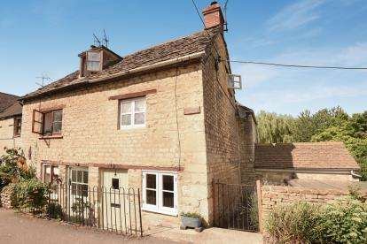3 Bedrooms End Of Terrace House for sale in High Street, Avening, Tetbury