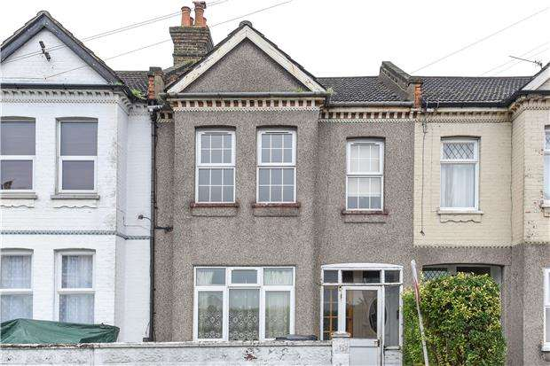 2 Bedrooms Maisonette Flat for sale in Northwood Road, THORNTON HEATH, Surrey, CR7